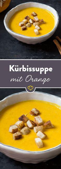 Aus der cremigen Kürbissuppe löffelst du neben den fruchtigen Orangenfilets auch noch knusprige Croûtons mit Zimtnote.