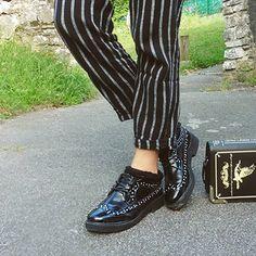 Les derbys cloutées, on adore avec un jolie  pantalon coupe droite ! Retrouvez…