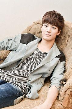 JR (Junior Royal) 제이알 || Kim Jonghyun 김종현 || Nu'est || 1995 || 178cm || Leader || Main Rapper || Main Dancer