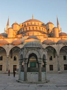 The Blue Mosque (Called Sultanahmet Camii in Turkish) was built by Sedefkar Mehmet Aga in the sultan Ahmet's time between years. Turkey Photos, Blue Mosque, Beautiful Mosques, Turkish Bath, Blue Tiles, Istanbul, Taj Mahal, Photo Galleries, To Go