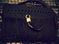 Bolso negro con detalle en flecos y cuerno de metal. Ideal para cada día¡¡¡ #Trapillo #Bolso #Cuerno #Negro #Hechoamano #Everyday #Moda #Fashion