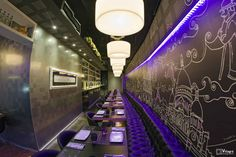 Le Bistro Bar, Valladolid. Triangle Wall, Shops, Lokal, Task Lamps, Linear Chandelier, Restaurant, Marketing, Shop Lighting, Glass Collection