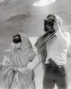 Han and Leia in a deleted sandstorm scene from ROTJ. Why do there have to be deleted scenes? that just means less Han. Rude.