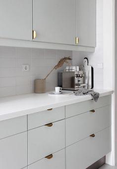 Scandinavian Style, Scandinavian Kitchen, Minimalist Scandinavian, Kitchen Buffet, White Kitchen Cabinets, Kitchen Ideas, Kitchen Cabinetry, Kitchen Islands, Kitchen Inspiration