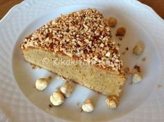 La torta di nocciole è una deliziosa torta alta e morbida a base di nocciole tostate, da farcire con crema alla nocciola, nutella o marmellata.