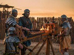Legio XXI Rapax's ballistarii (artillerymen) like it hot! Ancient Rome, Ancient Greece, Imperial Legion, Roman Armor, Roman Legion, Medieval World, Roman Soldiers, Military Art, Roman Empire