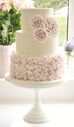 Cake: Cotton & Crumbs; Swooning Over These Amazing Wedding Cakes - MODwedding Cake: Cotton & Crumbs