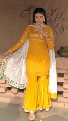 Dress Indian Style, Indian Fashion Dresses, Indian Designer Outfits, Girls Fashion Clothes, Sleeves Designs For Dresses, Dress Neck Designs, Stylish Dress Designs, Sharara Designs, Kurti Designs Party Wear