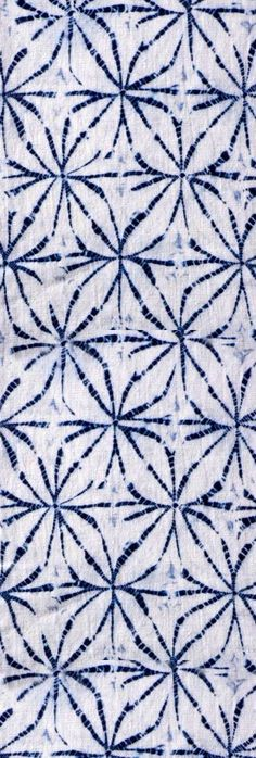 traditional blue and white shibori Japanese Textiles, Japanese Patterns, Japanese Fabric, Techniques Shibori, Textiles Techniques, Shibori Fabric, Shibori Tie Dye, Textile Patterns, Textile Prints