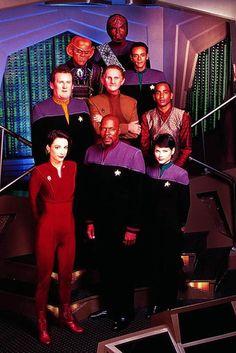 The crew of Deep space 9 Star Trek Crew, Deep Space 9, Star Trek Series, Tv Series, Star Trek Images, Star Trek Characters, Star Wars, Ville France, Starship Enterprise