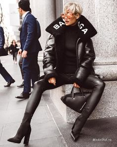 Fetish Model Micah Gianneli in a stunning Balenciaga Outfit Mode Chic, Mode Style, Vogue Editorial, Editorial Fashion, Outfits Leggins, Black Women Fashion, Womens Fashion, Micah Gianelli, Balenciaga Jacket