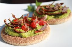 con aguacate, tomate y una fina masa, las virutas de ternera saben a gloria! Guacamole, Biltong, Avocado Toast, Beef, Snacks, Breakfast, Food, Recipes, Avocado