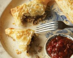 Tourtière is a traditional French Canadian recipe. It is a lovely hearty meal that always brings the holidays home Canadian Living Recipes, Canadian Cuisine, Canadian Food, Canadian French, Italian Desserts, Italian Recipes, French Recipes, Plum Chutney, Apple Chutney