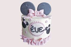 Minnie Mouse pink cake.  Gâteau rose Minnie Mouse.