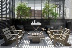 Love this horizontal slat solution for privacy and light ---awesome! Modern Row House by Lukas Machnik Interior Design Outdoor Rooms, Outdoor Living, Outdoor Furniture Sets, Outdoor Decor, Deck Furniture, Modern Deck, Contemporary Patio, Pergola, Interior And Exterior
