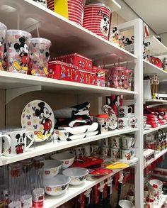 Cozinha Do Mickey Mouse, Mickey Mouse Kitchen, Mickey Mouse Art, Mickey Y Minnie, Disney Mug, Disney Merch, Disney Kitchen Decor, Disney Home Decor, Mickey Bathroom