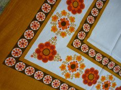 vintage tablecloth perfect for Fall!