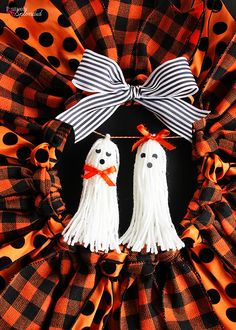 Tutorial for how to make tassel ghosts for Halloween using Bucilla RyaTie. An easy Halloween craft idea to embellish wreaths, garlands and more! Halloween Mesh Wreaths, Halloween Ribbon, Easy Halloween Crafts, Halloween Porch Decorations, Fall Crafts, Halloween Ideas, Holiday Wreaths, Autumn Decorations, Winter Wreaths