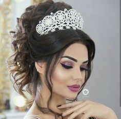 Quince Hairstyles, Wedding Hairstyles For Long Hair, Bride Hairstyles, Cool Hairstyles, Bridal Makeup Looks, Wedding Hair And Makeup, Hair Makeup, Hair Design For Wedding, Sexy Curls