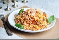 Βίδες με κρέμα τυριού και σάλτσα ντομάτας-featured_image