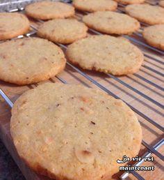 Sablés aux noix Dessert Pots, Bon Dessert, Gourmet Food Store, Gourmet Recipes, Biscuit Cookies, Cookie Desserts, Flan, Cheesecakes, Scones