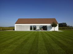 Show House Lapeirre Modern Barn House, Modern House Design, Sauna House, Arch House, Rural House, House Inside, Rustic Design, Modern Architecture, Red Roof