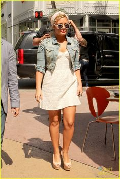 I'm OBSESSED with Demi Lovato's edgy-girly sense of style. I loove her! -kyleigh simmons