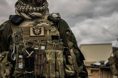 NOTE grenade pouch, pouches, pouch placement, CAT, chemlights, carabiner, sharpie, grimlocks,