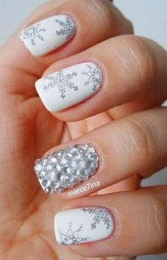 neutral holiday nails! perfect for winter festivities