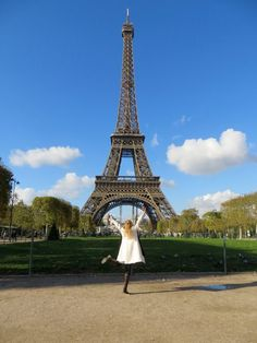 Pic of the Week: Dancing in Front of the Eiffel Tower