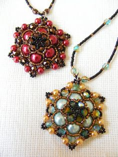 Free Pendant Pattern by Kristina Csapo featured in Bead-Patterns.com Newsletter!