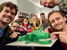 Marvel Films, Marvel Jokes, Loki Thor, Tom Hiddleston Loki, Loki Laufeyson, Marvel Avengers, Marvel Comics, Avengers Cast, Marvel Funny