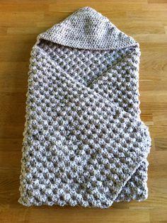 Babycape Crochet Bebe, Crochet For Kids, Diy Crochet, Crochet Crafts, Crochet Hooks, Crochet Blanket Patterns, Baby Blanket Crochet, Baby Knitting Patterns, Baby Patterns