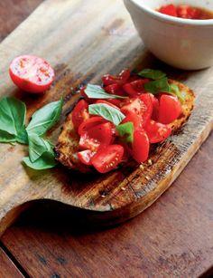 Bruschetta met tomaat en basilicum (uit Veg!). Lekkere lunch! Gemaakt op 16/04/2013