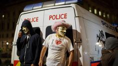 @mashable Masked protestors clash with riot police on Bonfire Night in London http://on.mash.to/1z1BC1d