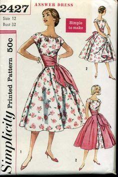 Simplicity 2427 dress & overskirt from 1958 Motif Vintage, Vintage Dress Patterns, Look Vintage, Clothing Patterns, Vintage Dresses, Vintage Outfits, Vintage Apron, 1950s Dresses, Vintage Clothing