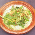 Een heerlijk recept: Jamie Oliver: Thaise curry met kip of garnalen. Wel een beetje minderen met de kokos!