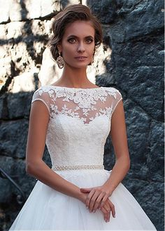 Buy discount Elegant Tulle Bateau Neckline Ball Gown Wedding Dresses With Lace Appliques at Laurenbridal.com