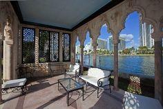 Miami Beach, Outdoor Furniture, Outdoor Decor, Sun Lounger, Villa, Florida, Patio, Interior Design, Architecture