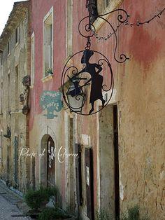 Chambre d'hôte sign, Oppède le Vieux, France