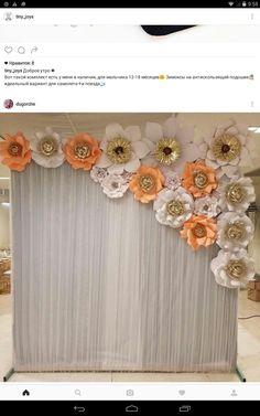 Paper backdrop wedding Paper Backdrop, Floral Backdrop, Diy Backdrop, Paper Flower Backdrop Wedding, Giant Paper Flowers, Paper Roses, Diy Flowers, Quinceanera Decorations, Flower Decorations