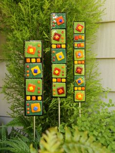 Bright colorful contemporary garden art stake adds color to your garden all year long. Use outside or inside wherever an additional splash of color is Glass Garden Art, Fused Glass Art, Mosaic Designs, Contemporary Landscape, Garden Crafts, Green And Orange, Lampwork Beads, Yard Art, Color Splash