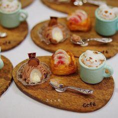 ・ ・ 大人カワイイセット♪ ・ 和栗モンブラン イチヂクのデニッシュ 3Dラテアート ・ 甘いものから先に頂きます( ˶ˆ꒳ˆ˵ ) ・ 大人の好むメニューだけど可愛らしく…♡ ・ ・ ※カトラリーは市販品使用 ・ ・ ・ #ミニチュア #ミニチュアフード #miniature #ラテアート #ハンドメイド #モンブラン #栗 #marron #パン #bread