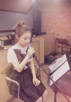 Lee Hi is working hard to make sure RE-HI is a success