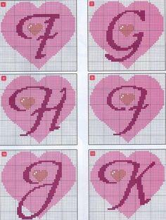 El abecedario del amor en punto de cruz. En este post están todas las letras desde la A a la Z envueltas en un romántico corazón.     A qu...