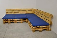 Pallet Furniture Ideas - Wood pallets are easily obtainable, often free of charge, and simple to work with. They are extremely cheap to buy and readily available. Natural and affordable wood pallets are a fantastic choice for wood recycling. Pallet Furniture Designs, Pallet Patio Furniture, Diy Furniture Couch, Furniture Ideas, Garden Furniture, Diy Sofa, Diy Pallet Sofa, Pallet Sectional, Pallet Seating