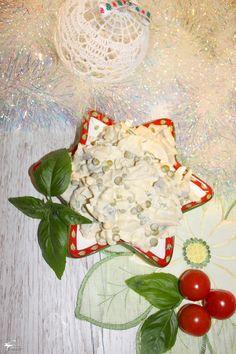 Śledzie po królewsku – prosty przepis | Słodkie okruszki Salad Dressing, Camembert Cheese, Easy Meals, Simple, Sweet, Recipes, Dressings, Salads, Food