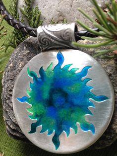 Reservado para Deirdre; Fuego del sol celta colgante en plata fina, joyería de la sol, espiral, joyería celta irlandés