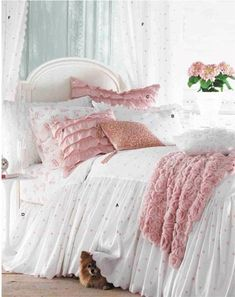 40 Romantic And Tender Feminine Bedroom Design Ideas For Valentine Day are really stylish kits, soaked in incredible taste and love for home decoration. Dream Bedroom, Home Decor Bedroom, Girls Bedroom, Master Bedroom, Bedroom Curtains, Bedroom Sets, Shabby Bedroom, Bedroom Hacks, Pink Bedrooms