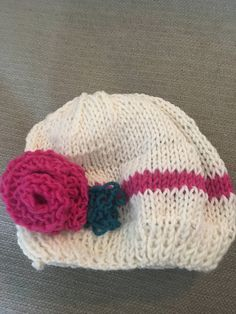 Whit hat with pink stripe and flower by KnithappyBoutique on Etsy Pink Stripes, Beanie, Store, Trending Outfits, Hats, Unique Jewelry, Handmade Gifts, Flowers, Vintage